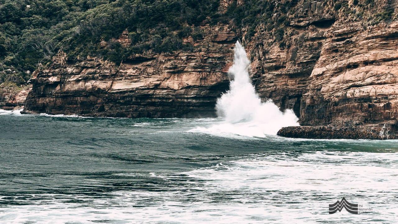 Remarkable Caves Tasmania wave crashing into rocks